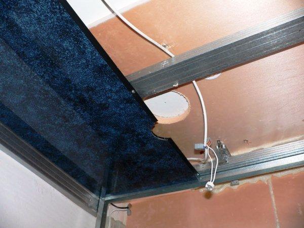 Монтаж металевого каркасу для пластикової стелі