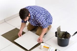 Як покласти плитку на підлогу у ванні своїми руками