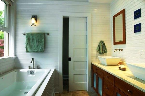 Розсувні двері-купе у ванній кімнаті