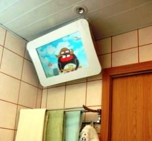 Навісний телевізор для ванної кімнати