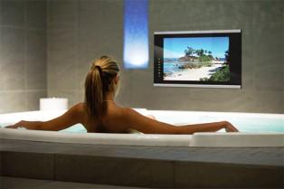 Телевізор для ванної кімнати – як вибрати і встановити