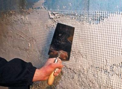 Ще один варіант того, як можна провести утеплення стін ванної кімнати, - це нанесення «теплої» штукатурки.