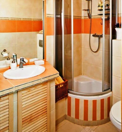 Душова кабінка у невеликій ванній кімнаті дасть змогу зекономити місце