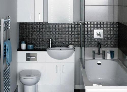 Не зайвим буде передбачити додаткові шафки і полиці, що збільшить кількість функціонального місця у маленькій ванній кімнаті