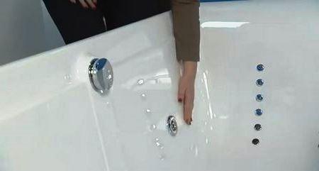 Уважно огляньте поверхню ванни, вона повинна бути гладкою і рівною