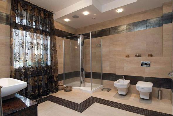 Дизайн великої ванної кімнати може включати в себе масу різних елементів і конструктивних особливостей.