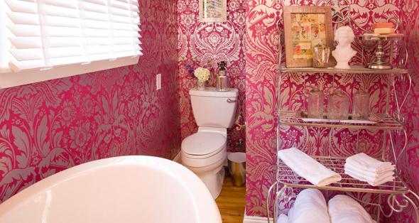 Вінілові шпалери ідеально підходять для вологих кімнат