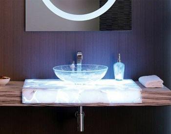 Виробники сучасної сантехніки та освітлення до неї відразу пропонують готові рішення