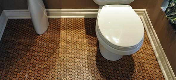 Для ванної кімнати вибирайте для підлоги таку плитку, на якій буде важко послизнутись