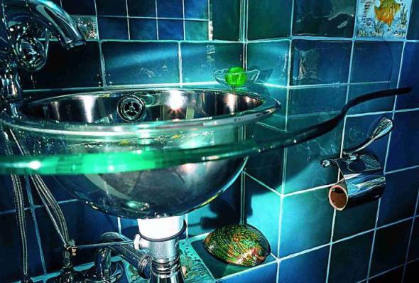 Скляні раковини володіють рядом беззаперечних переваг порівняно з їх фарфоровими аналогами
