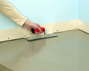 Як вирівняти підлогу у ванній кімнаті: корисні поради домашнім майстрам