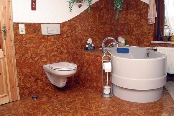 Покриття для підлоги виготовляється з кори коркового дуба за різними технологіями в залежності від якості вихідного матеріалу.