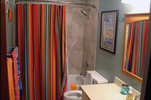 Шторки для ванної кімнати: види, характеристики, встановлення та догляд