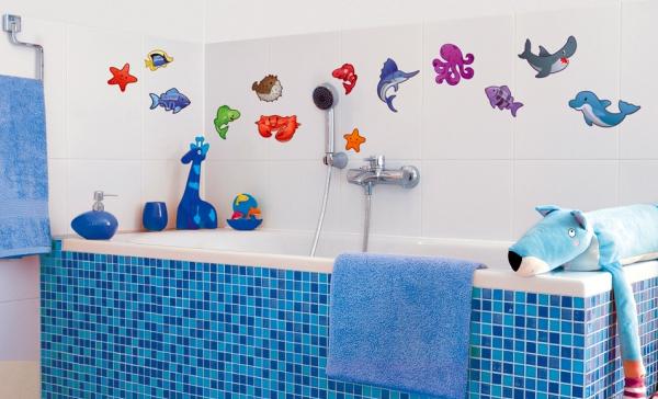 Для пожвавлення атмосфери наклейки у ванну можна клеїти де завгодно