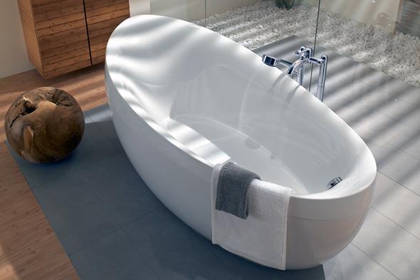 Кварилові ванни, як і акрилові, в першу чергу, підкуповують своїм чудовим зовнішнім виглядом. Сяюча біла поверхня таких ванн є їх незаперечною перевагою перед чавунними та сталевими виробами.