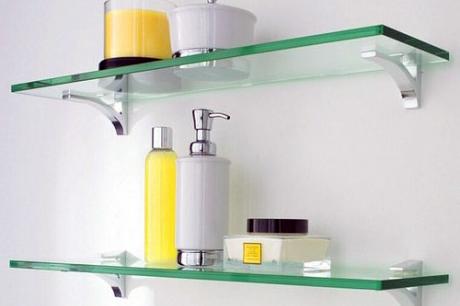 Скляні полиці для ванної кімнати дуже легко монтуються і надають приміщенню повітряної легкості
