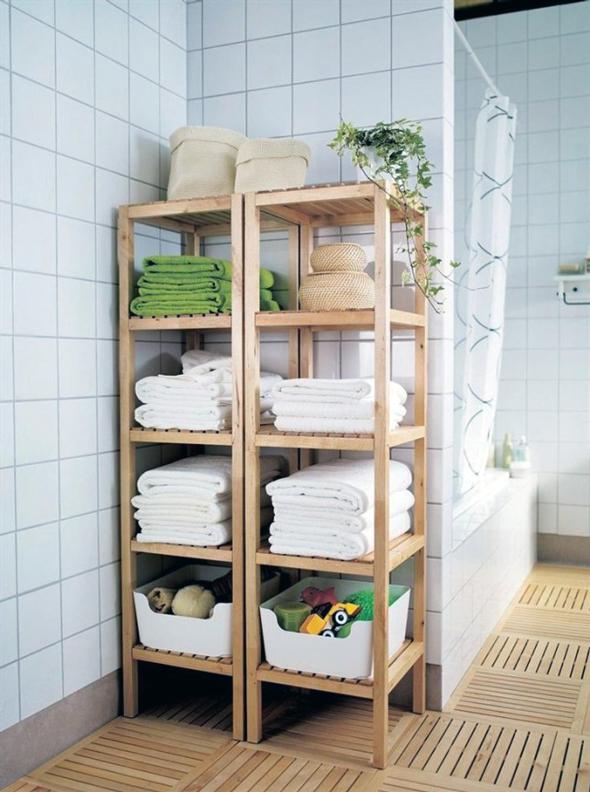 Підлогові полиці у ванній застосовуються в кімнатах з великою квадратурою