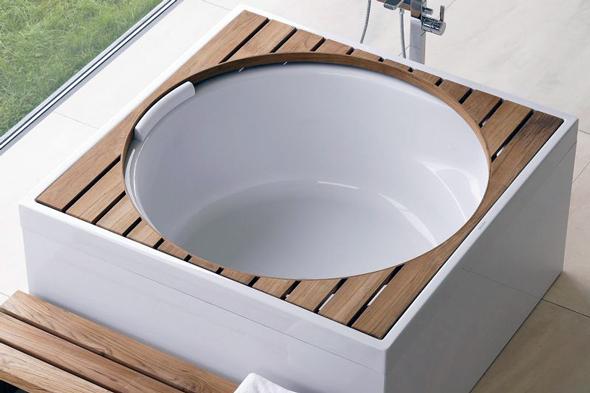 Наприклад, багато моделей квадратних ванн мають круглу або квадратну форму купелі
