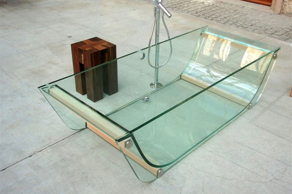 Однак, крім яскравого зовнішнього вигляду скляні ванни мають спеціальні конструкції для посадки і підголовники, щоб зробити і без того приємну процедуру купання ще більш приємною.