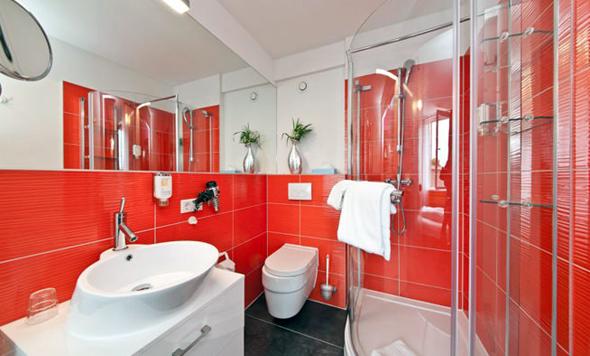 Ванна кімната в червоному кольорі і його відтінках буде цікава людям енергійним і цілеспрямованим, яким необхідний яскравий заряд енергії кожного ранку