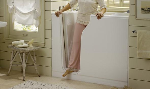 З додаткових можливостей використання сидячої ванни, можна відзначити наявність бічних дверцят, що служать для комфортного входження в ванну.