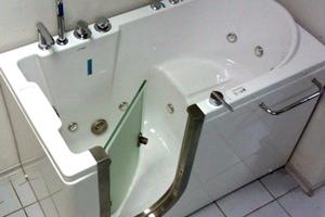 Сидяча ванна: переваги та недоліки